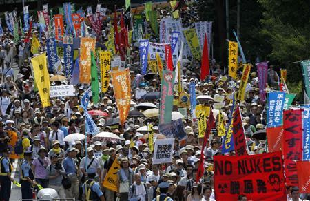 Protesters march during an anti-nuclear demonstration demanding a stop to the operation of nuclear power operations in Tokyo July 16, 2012. According to local media, tens of thousands of demonstrators took part in the rally on Monday. REUTERS/Kim Kyung-Hoon