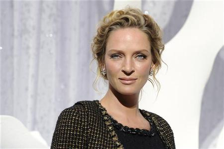 U.S. actress Uma Thurman attends the Spring/Summer 2012 women's ready-to-wear collection show by German designer Karl Lagerfeld for French fashion house Chanel in Paris October 4, 2011. REUTERS/Gonzalo Fuentes