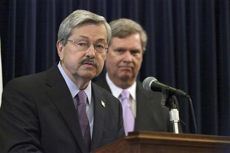 Iowa Governor Terry Branstad (L) speaks as U.S. Agriculture Secretary Tom Vilsack looks on during a news conference at the Iowa State Capitol March 28, 2012. REUTERS/Brian C. Frank