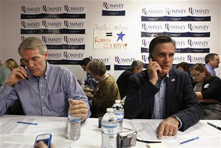 U.S. Republican presidential candidate and former Massachusetts Governor Mitt Romney and Senator Rob Portman (R-OH) call potential voters from his campaign headquarters in Charleston, South Carolina, January 19, 2012. REUTERS/Jim Young