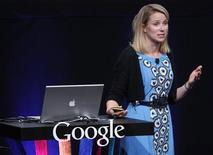 Вице-президент Google Inc Марисса Майер выступает на пресс-конференции в Сан-Франциско, 8 сентября 2010 года. Марисса Майер из Google Inc станет во главе поискового портала Yahoo Inc, стремящегося восстановить утраченные позиции благодаря опыту ветерана Кремниевой долины. REUTERS/Robert Galbraith