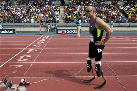 Oscar Pistorius of South Africa prepares for the men's 400 meters race at the Diamond League New York Grand Prix athletics meet June 9, 2012. REUTERS/Andrew Burton