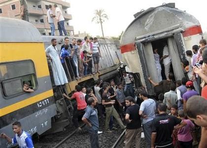 People gather at the scene of a train derailment in the Giza neighbourhood of Badrashin on the outskirts of Cairo July 17, 2012. REUTERS/Stringer