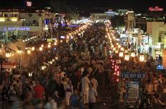 People throng Naama Bay street in the Red Sea resort of Sharm el-Sheikh, south of Cairo in this July 12, 2012 file photo. REUTERS/Amr Abdallah Dalsh/Files