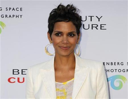 Actress Halle Berry poses at the opening of the photographic exhibition 'Beauty Culture' at the Annenberg Space for Photography in Los Angeles, California May 19, 2011. ' REUTERS/Fred Prouser