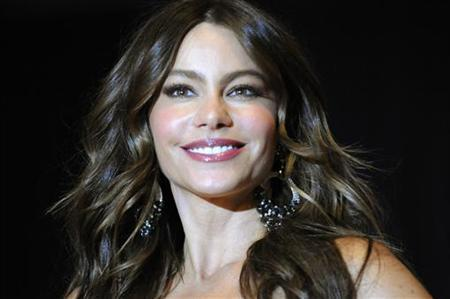 Actress Sofia Vergara poses on the red carpet at the annual White House Correspondents' Association Dinner at the Washington Hilton in Washington, April 28, 2012. REUTERS/Jonathan Ernst