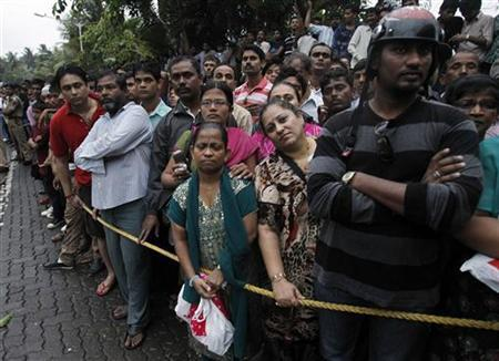 Fans gather outside the residence of Bollywood actor Rajesh Khanna after hearing the news of his death in Mumbai July 18, 2012. REUTERS/Vivek Prakash