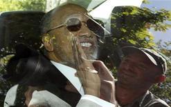 Mohamed Bin Hammam, do Catar, chega à sede da Fifa em limusine, em Zurique, em maio de 2011. A Corte Arbitral do Esporte (CAS) anulou a cassação vitalícia que havia sido imposta ao dirigente Mohamed bin Hammam, ex-candidato à presidência da Fifa acusado de corrupção. 29/05/2011 REUTERS/Arnd Wiegmann