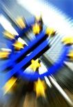<p>Les ministres de Finances de la zone euro a formellement approuvé vendredi un protocole d'accord avec l'Espagne, qui autorise Madrid à emprunter jusqu'à 100 milliards d'euros pour recapitaliser ses banques. /Photo d'archives/REUTERS/KaiPfaffenbach</p>