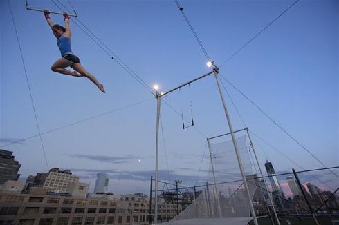 Manhattan trapeze