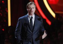 """O diretor de """"Batman: O Cavaleiro das Trevas Ressurge"""", Christopher Nolan, apresenta um clipe do filme no 2012 MTV Movie Awards, em Los Angeles, Estados Unidos, em junho. 03/06/2012 REUTERS/Mario Anzuoni"""