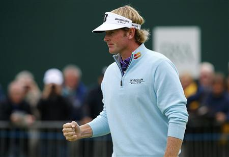 Brandt Snedeker of the U.S. reacts after his parr putt on the 18th green during the second round of the British Open golf championship at Royal Lytham & St Annes, northern England July 20, 2012. REUTERS/Eddie Keogh
