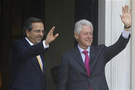 Greek Prime Minister Antonis Samaras (L) and visiting Former U.S. President Bill Clinton wave to reporters during their meeting in Athens July 22, 2012. REUTERS/John Kolesidis
