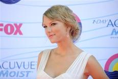 U.S. singerTaylor Swift arrives for the Teen Choice 2012 awards in Los Angeles July 22, 2012. REUTERS/Phil McCarten