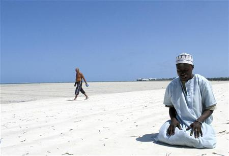 A Muslim man prays on a beach along the Indian Ocean town of Mombasa September 11, 2009, on the third Friday of the holy month of Ramadan. REUTERS/Joseph Okanga