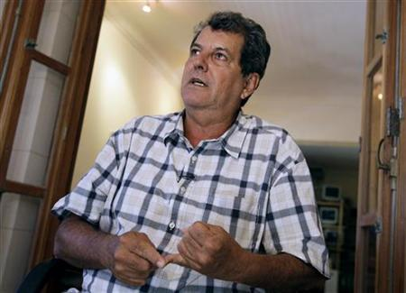 File photo of Cuban dissident Oswaldo Paya talking to Reuters during an interview in Havana September 8, 2010. REUTERS/Enrique De La Osa/Files