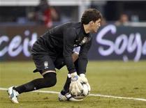 Rafael, que nesta segunda-feira sofreu uma lesão e é dúvida para os Jogos de Londres, participa de jogo do Brasil contra o México em junho. REUTERS/Mike Stone