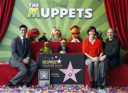 (L-R) Walt Disney Studios president Rich Ross, Lisa Henson, CEO of The Jim Henson Company, and her brother Brian Henson, chairman of The Jim Henson Company attend ceremonies honoring the Muppets with a star on the Hollywood Walk of Fame in Hollywood, California March 20, 2012. REUTERS/Fred Prouser