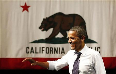 U.S. President Barack Obama waves before he speaks at a campaign event at the Fox Theatre Oakland in Oakland, July 23, 2012. REUTERS/Larry Downing