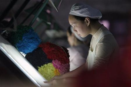 A woman works at a textile factory in Xiangfan, Hubei province, China December 31, 2005. REUTERS/Stringer