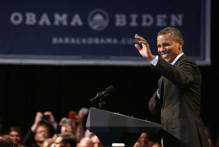 U.S. President Barack Obama waves at a campaign event at the Oregon Convention Center in Portland, July 24, 2012. REUTERS/Larry Downing