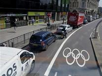 Traffic is backed up as a clear Olympic lane stretches out in the distance in London, July 25, 2012. Authorities went ahead with unpopular lane closures to keep the roads and hundreds of thousands of extra visitors moving and security has been beefed up to protect the Games. REUTERS/Larry Rubenstein