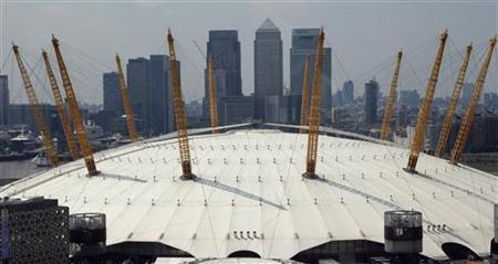 The business district of Canary Wharf is seen behind the O2 Arena, a venue of the London 2012 Olympics, July 25, 2012. REUTERS/Phil Noble