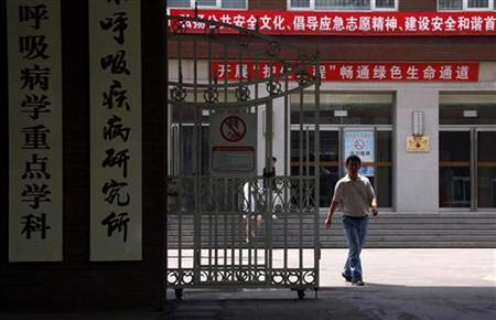 A man walks out of the front entrance to the Chaoyang Hospital, where blind dissident Chen Guangcheng was reported to be staying, in Beijing May 18, 2012. REUTERS/David Gray