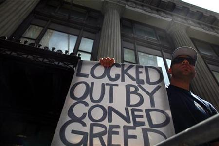 A Consolidated Edison worker protests outside the company's offices in New York July 5, 2012. REUTERS/Eric Thayer