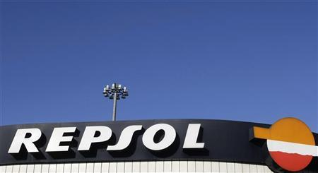 A view of a Repsol gas station in Madrid November 26, 2008. REUTERS/Susana Vera