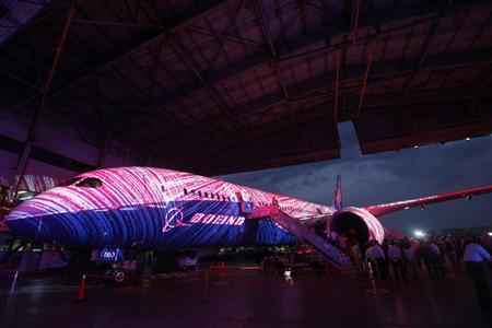 A Boeing 787 Dreamliner aircraft is seen during a media preview at the Aeromexico hangar in Mexico City March 8, 2012. AeroMexico has purchased seven of the Dreamliner, which are expected to be delivered in the next three years. REUTERS/Edgard Garrido