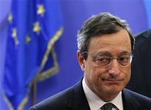 Президент ЕЦБ Марио Драги в Брюсселе, 9 декабря 2011 года. Президент Европейского центробанка Марио Драги пообещал в четверг сделать все необходимое, чтобы защитить еврозону от коллапса, включая борьбу с непомерно высокой стоимостью заемных средств. REUTERS/Francois Lenoir