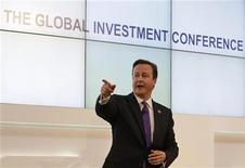 Primeiro-ministro britânico, David Cameron, fala durante conferência de negócios em Londres. Cameron exortou os líderes de negócios de todo o mundo reunidos em Londres a investir na Grã-Bretanha, um dia após dados mostrarem que a economia está pior do que anteriormente se previa. 26/07/2012 REUTERS/Alastair Grant