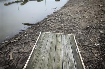 The Morse Reservoir turns to mud as water levels drop due to the current drought near Cicero, Indiana July 19, 2012. REUTERS/Chris Bergin