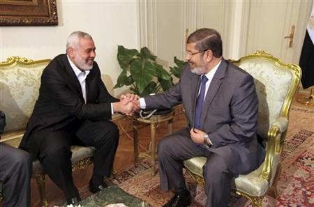 Egypt's president Mohamed Mursi (R) meets with Senior Hamas leader Ismail Haniya at the presidential palace in Cairo, July 26, 2012. REUTERS/Mohamed Al Ostaz /Media Palestinian Prime Minister/Handout