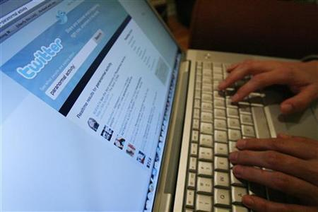 A Twitter page is displayed on a laptop computer in Los Angeles in this October 13, 2009 file photo. REUTERS/Mario Anzuoni/Files