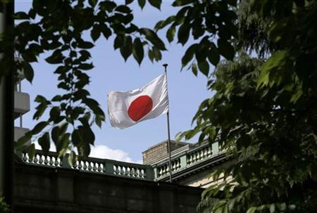 A Japanese flag flutters atop the Bank of Japan building in Tokyo May 23, 2012. REUTERS/Toru Hanai