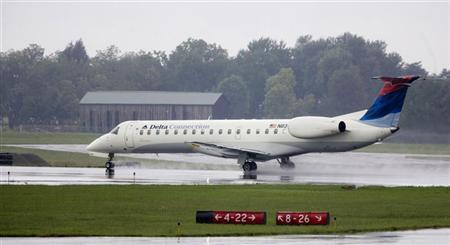 A Delta Connection-Comair Regional Jet CRJ-200ER aircraft in Lexington, Kentucky August 28, 2006 is shown in this file photo. REUTERS/Mark Zerof/Files.