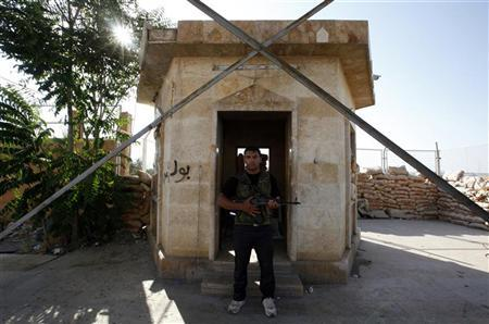 A Free Syrian Army soldier mans a post at the Bab Al-Salam border crossing to Turkey July 22, 2012. REUTERS/Umit Bektas