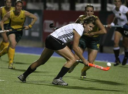 Germany's Natascha Keller (C) controls the ball as Kobie McGurk (R) of Australia watches during their women's field hockey World Cup match in Rosario, September 7,2010. REUTERS/Andres Stapff