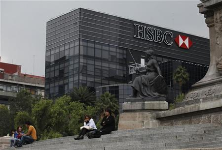 Residents sit by the Angel of Independence monument near British bank HSBC's headquarters in Mexico City July 17, 2012. REUTERS/Tomas Bravo