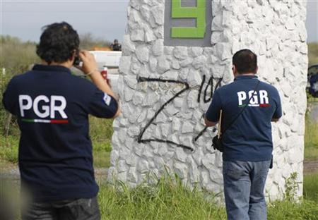 Federal agents take photographs of a sprayed ''Z'', the symbol of Zetas drug cartel, on a pillar at a crime scene in the municipality of Cadereyta May 13, 2012. REUTERS/Josue Gonzalez