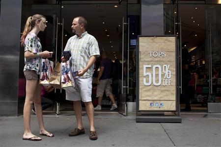 Shoppers are seen outside an Aeropostale store in Time Square in New York, July 27, 2012. U.S. economic growth slowed as expected in the second quarter as consumers spent at their slowest pace in a year, increasing pressure on policymakers to do more to bolster the recovery. REUTERS/Andrew Burton