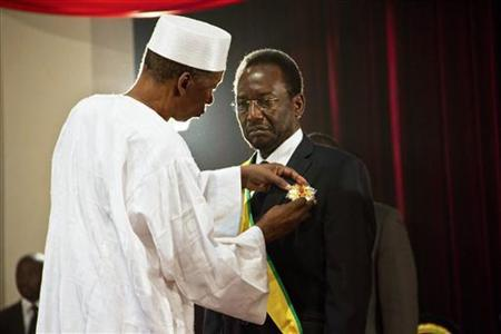 Dioncounda Traore (R) is sworn in as Mali's interim president in the captial Bamako April 12, 2012. REUTERS/Marc-Andre Boisvert