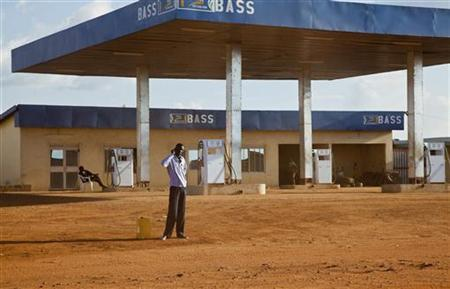 A man stands in front of a gas station that has no fuel in Juba, May 21, 2012. REUTERS/Adriane Ohanesian