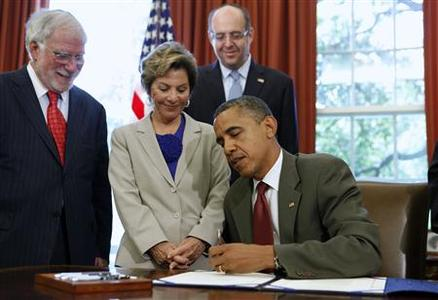 President Barack Obama signs the U.S.-Israel Enhanced Security Cooperation Act while (from L-R) Chairman of the Conference of Presidents of Major American Jewish Organizations Richard Stone, U.S. Sen. Barbara Boxer (D-Ca.), and past chair of AIPAC Howard Friedman watch in the Oval Office of the White House in Washington, July 27, 2012. REUTERS/Larry Downing