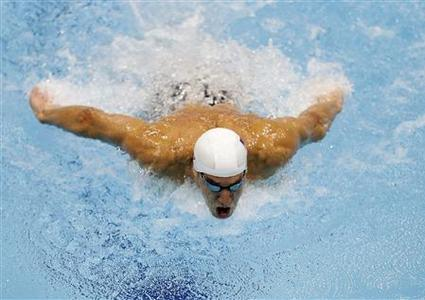 Michael Phelps of the U.S. swims during the men's 400m individual medley heats at the London 2012 Olympic Games at the Aquatics Centre July 28, 2012. REUTERS/Tim Wimborne