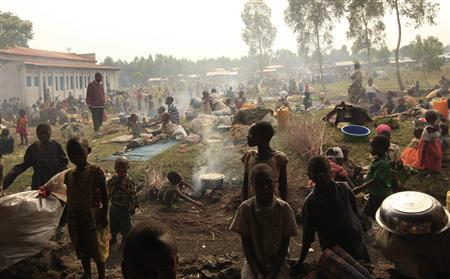 Families who fled from renewed fighting between the government troops and M23 rebels gather in Kibati as they prepare meals and sleep in the open in near the eastern Congolese town of Goma, July 27, 2012. REUTERS/James Akena