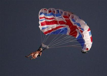 A performer playing the role of Britain's Queen Elizabeth parachutes from a helicopter during the opening ceremony of the London 2012 Olympic Games at the Olympic Stadium July 27, 2012. REUTERS/Fabrizio Bensch