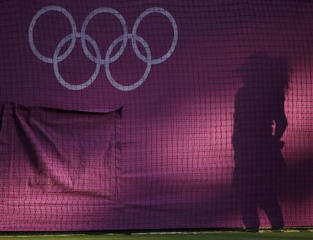 A ball girl casts a shadow at the men's singles tennis match between Argentina's Juan Martin del Potro and Croatia's Ivan Dodig at the All England Lawn Tennis Club during the London 2012 Olympic Games July 28, 2012. REUTERS/Lucy Nicholson